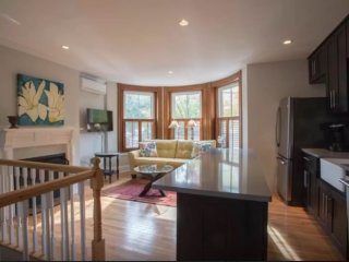 Beautiful 2 Bed 2 Bath Apartment, Somerville