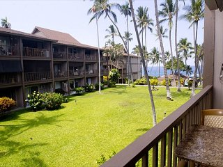 Ocean Front Complex, Completely Updated Condo, Kailua-Kona