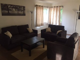 MODERN AND FURNISHED 2 BEDROOM, 1 BATHROOM APARTMENT, Santa Monica