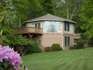 Ada's Cottage has big yard, big view and very convenient to everything., Blowing Rock