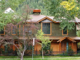 Christiana Residence A-202 ~ RA86725