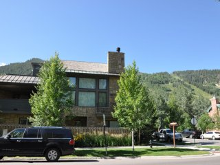 East Core Contemporary ~ RA86718, Aspen