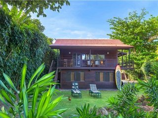 Anini Beachfront, Romantic Cottage!  Upgraded, manicured, steps to the beach!, Kilauea