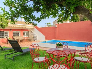 House 8 min Sevilla w private swimming pool/garden