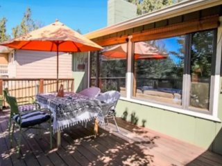 Tranquil 2/1 Home in the Trees: Sleeps 6, Bend