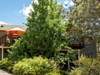 Serene 4/2 Family Getaway Home: Sleeps 16, Bend