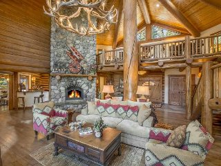 Bear Paw - 6 BR DELUXE 6000 sq ft Luxury Estate on 30 Acres w/ Hot Tub!