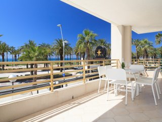 UHC NOVELTY 032: Fantastic Beach Front apartment on the main boulevard of Salou!