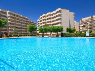 RHIN 217:Beautiful and spacious apartment inthe heart of Salou touristic center
