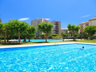 RHIN 228: Beautiful and spacious apartment in the heart of Salou with big pools!