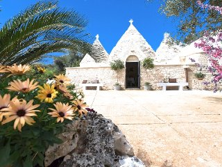 "Trullo Oron, Very far from the ""Usual"""