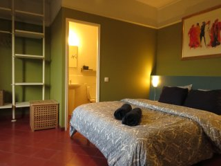 PRIVATE DOUBLE ROOM WITH PRIVATE BATHROOM, Barcelona
