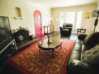 3 BR/2 BA Private Home Close to Rosebowl!Cozy/Warm, Pasadena