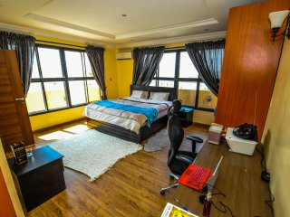 Master Suite in Penthouse w Ocean View, Lekki
