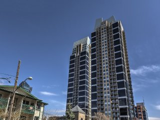 Downtown apartment by Stampede, BMO, train station, Calgary