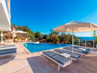 4 Bedroom Private Pool With Seaview Villa With Walking Distance to Kalkan Town