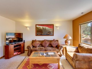 Condo on Moab Golf Course w/ shared seasonal pool - walk to Steel Bender Trail.