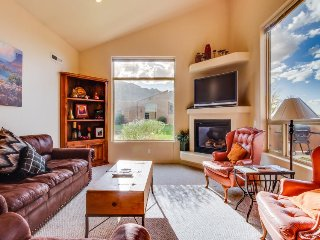 Dog-friendly townhome w/ shared seasonal pool & hot tub near Arches Nat'l Park!, Moab
