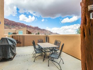 Amazing townhouse near Arches w/shared seasonal pool/hot tub!