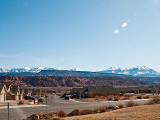 Dog-friendly townhome w/private hot tub, park access, & seasonal shared pool!, Moab