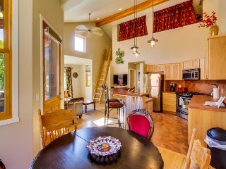 Family-friendly condo w/ shared pool, hot tub, mountain views - close to Arches!