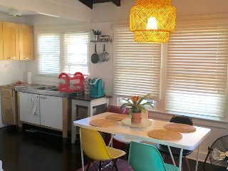 2BDRM + 1.5 BTH Bungalow 3 blcks from Beach, Los Angeles