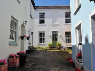 ANHOU Cottage in Appledore