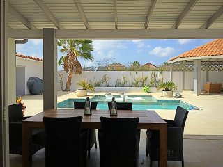 Luxurious villa near beach and downtown, Oranjestad