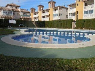 3 Bed Villa - Full Air Con + Communal Pool + Wi-Fi