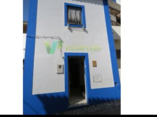 Estombar beautiful 1 +1 beds quaint house to let