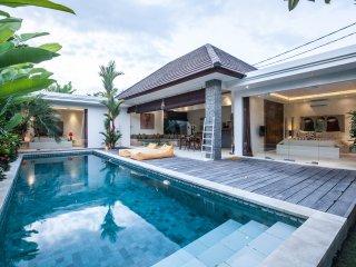 Villa 2 BR with pool - quiet area 5 min Seminyak