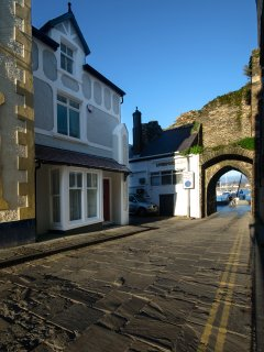 Oystercatcher House front looking down the High Street through the Porth Isa archway to the quayside