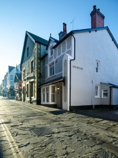 Oystercatcher House front looking up the High Street