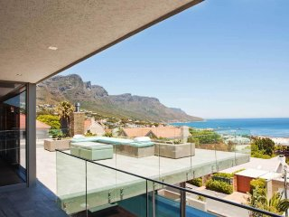 Ultra Chic 5-Star Camps Bay Villa - The Cheviots