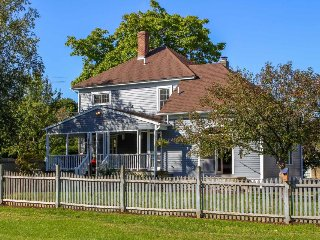 Charming farmhouse with a porch, covered deck & large  lawn - close to town!