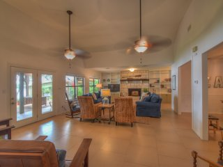 Summer Breeze- 1 Story Water Front Home, Kingsland