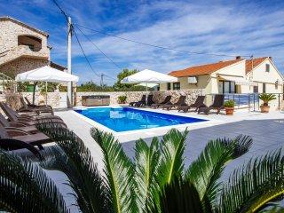 Apartment mit Pool in Dalmatien direkt am Meer