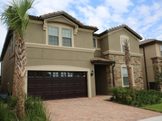 Brand New Luxury 9 Bd Pool Home Minutes to Disney, Kissimmee
