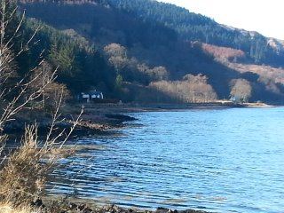 Quiet, lochside, pet friendly, open fire and wifi., Ratagan