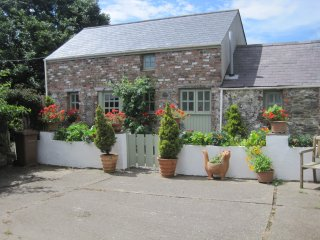Ballavarteen - 2 Bedroom Detached Holiday Cottage