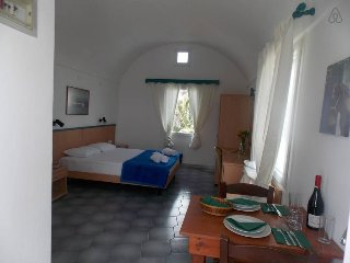 Studio for 2 included Car Rental with Sea View, Perissa