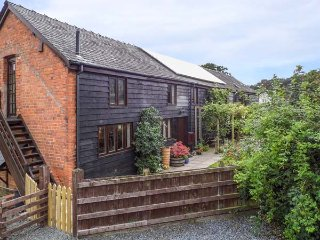 ASH BARN, barn conversion, woodburner, pet-friendly, WiFi, large garden, Montgom