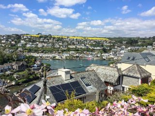 WAKEHURST, large balcony, pet-friendly, WiFi, in Noss Mayo, Ref 941831
