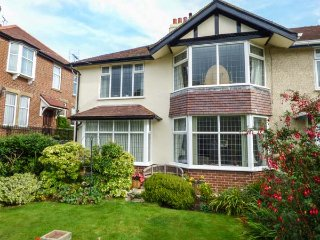 CONISTON, ground floor apartment, seaside, WiFi, in Rhos-on-Sea, Ref: 945844