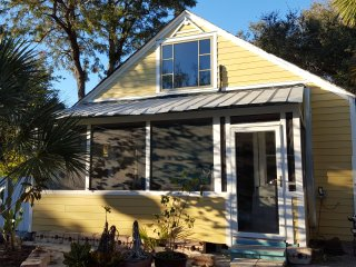 Experience Old Florida ~ Historic Downtown Laurel Park - Updated Cottage