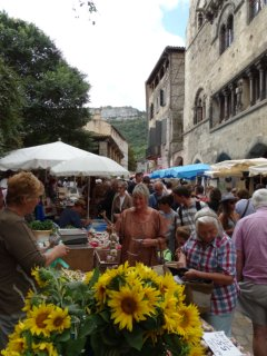 All year Sunday market. Local produce and arts and crafts.
