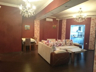 Cozy apartment,  2 min. walk to metro st., Baku