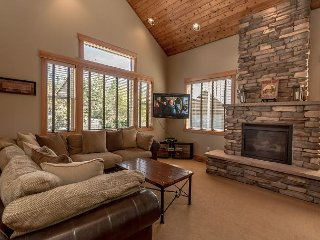 3rd Night Free*Highly Appointed Cabin Nr Suncadia*Game Room, Hot Tub, Wi-Fi
