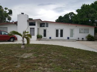 Private modern 3BR home, salt water pool