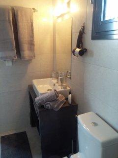 Salle de bain,toutes équipées,seche cheveux,serviettes,etc